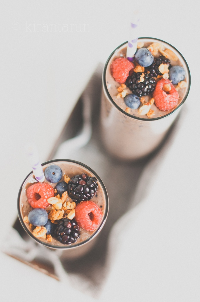 Triple Berry Oat Smoothie | KiranTarun.com/Food
